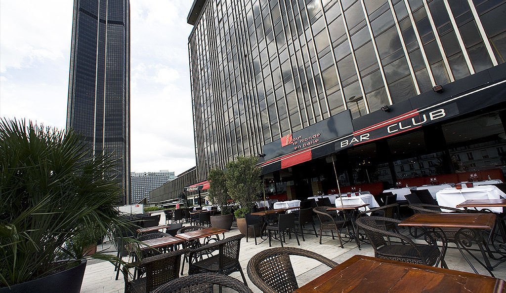 Restaurant au pied de la tour Montparnasse avec terrasse